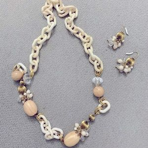 BNWOT GORGEOUS NECKLACE WITH EARRINGS TO MATCH